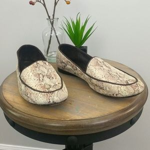 Donald J Pliner Denny Snakeskin Loafers. B74